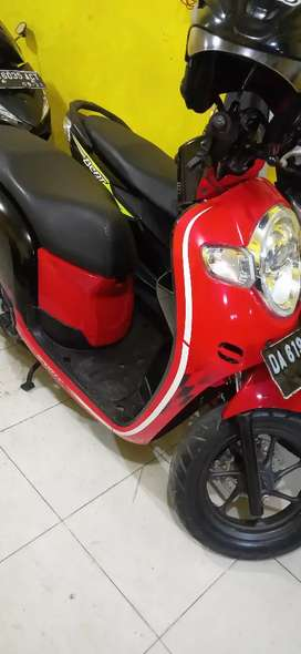 Scoopy fi warna hitam merah