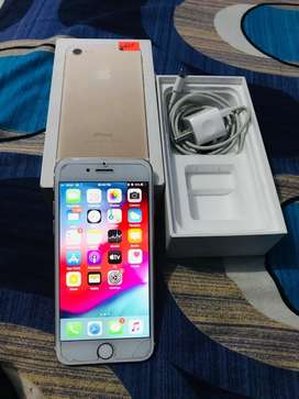 Want to sell i phone 7 gold 32gb