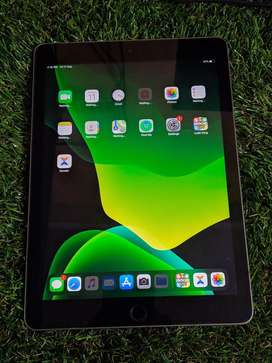Apple ipad 5th generation in excellent condition