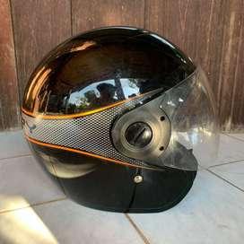 Helm Scoopy Hitam