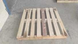 Pallet kayu keras 110 × 110