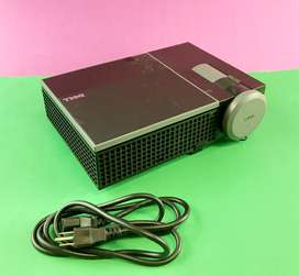 Dell 1510X DLP Home Theater Projector for Movies and Office