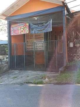 DIJUAL / dikontrakan rumah bekas salon SPA pinggir jalan besar
