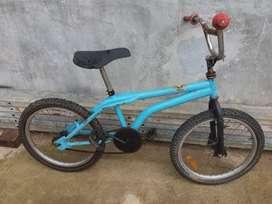 Dijual Sepeda BMX ukuran sedang kondisi normal dan siap pakai
