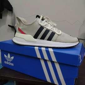 Sepatu Sneakerd Adidas U path Run off white