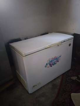 Full size deep freezer new condition (National)