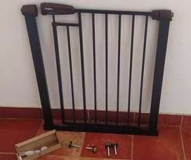 Baybee branded Auto Close Safety Baby Gate, excellent condition