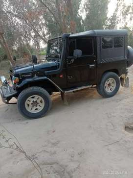 Jeep fj 40 like a zero meter  ac chalo new tyres new betry new alrim