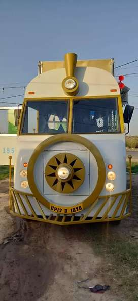 we manufacture commercial food trucks