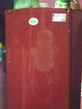Kelvinator fridge of 165 litres age13