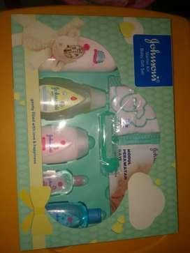 Johnson's starter kit baby gift box