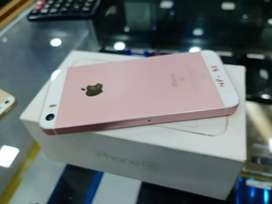 Apple iphone SE 32GB Going lowest at just 7900