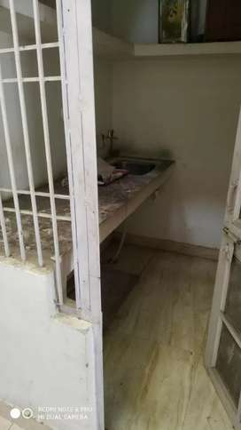 1 room set for rent good location