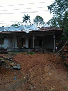 10 cent,1300 sq feet,at Pothanicad,water