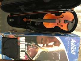 Violin for sale  size 1/4.