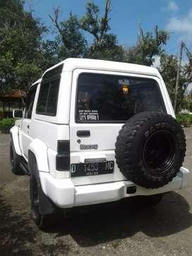 Dijual mbl Daihatsu Rocky 4x4, putih, AC dingin, pajak panjang, plat D