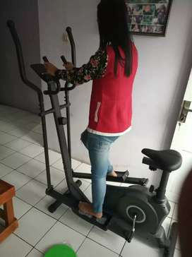 Sepeda fitness aerobik tipe eleptical bike ( suara halus)