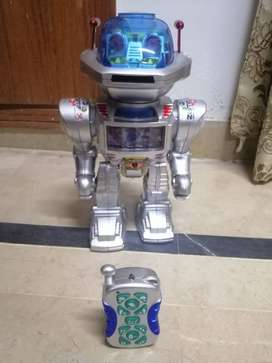 Brand New = I.Robot Toy Remote Controlled