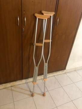 Crutches in 800..