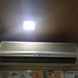 O.General,1.5 ton Ac 2 unit for sell, less used  25000 each