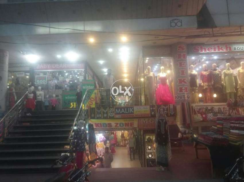 Shop on ground floor in hanif heights plaza satelitte town market Gujr 0