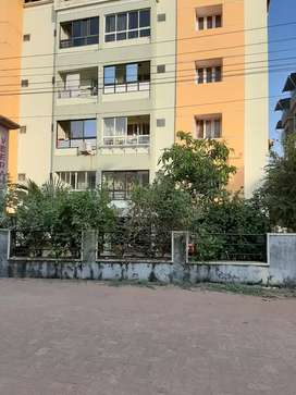 10 year old 2BHK Flat sale at Kapikad cross junction,Rs:31lacs