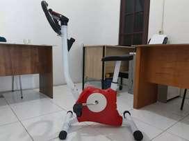 Asyik dan mantap=Olahraga di rumah with mini bike