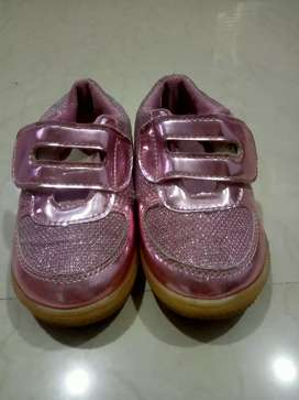 Pink shoes for 3-4 yrs girl in excellent condition