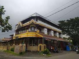 JUAL Rumah Usaha Aktif 3 Lantai ( KOS 19 Kamar + Mini Market )