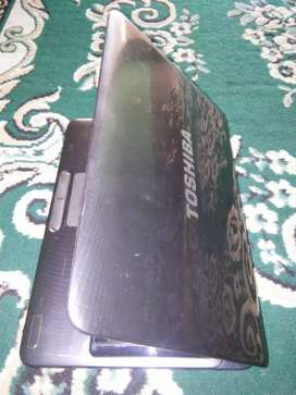 Laptop core i3 merek tosiba 14 in