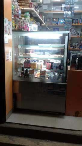 Vertical glass cold chamber display