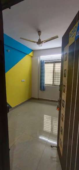 Bachelor's room available @3499