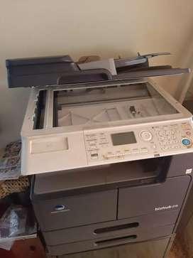 Xerox machine konica minolta Bizhub 215