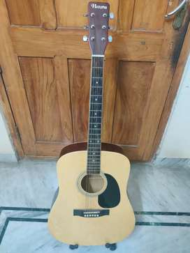 acoustic guitar in excellent condition