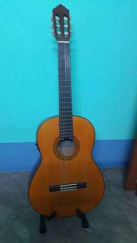 YAMAHA C70 Classical Guitar With FISHMAN Pickup.