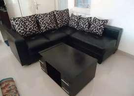 Sofa L new hitam minimalis+bantal kulit oscar.