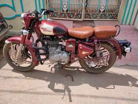 Royal Enfield classic 500 is in good condition