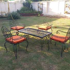 Lawn Chairs with Center Table