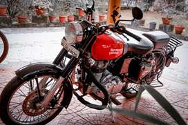 Royal Enfield Classic 350 (Redditch Red)