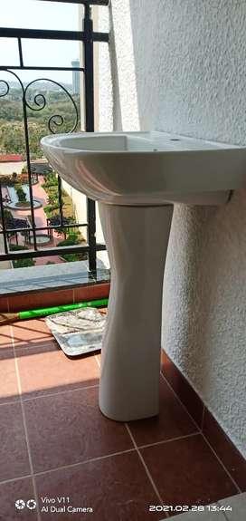 Jaguar washbasin with stand.