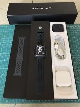Apple Watch 4 Series Nike Grey