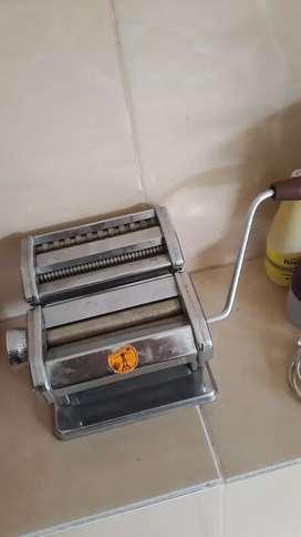 Alat roll mie atau pasta