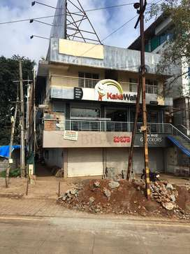 Commercial outlet for rent near UK27 hotel