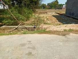 महेवा (प्रयागराज) में कॉलोनी में 20 फुट डामर रोड़ के साथ प्लाट