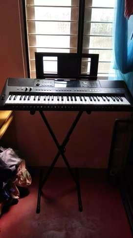 Yamaha psr e453 professional keyboard for sale