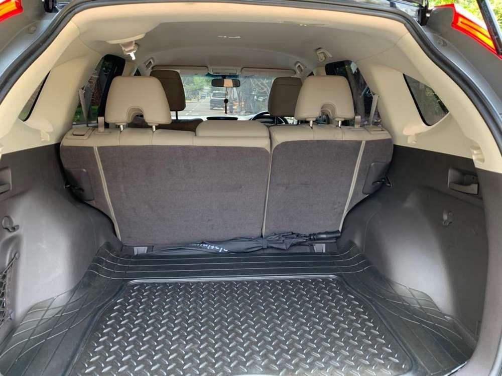 Dijual Honda CRV tahun 2012 – Hitam