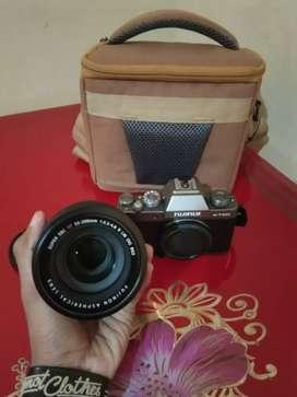 Kamera Mirrorless Fujifilm X-T100 lensa 55-200 mm