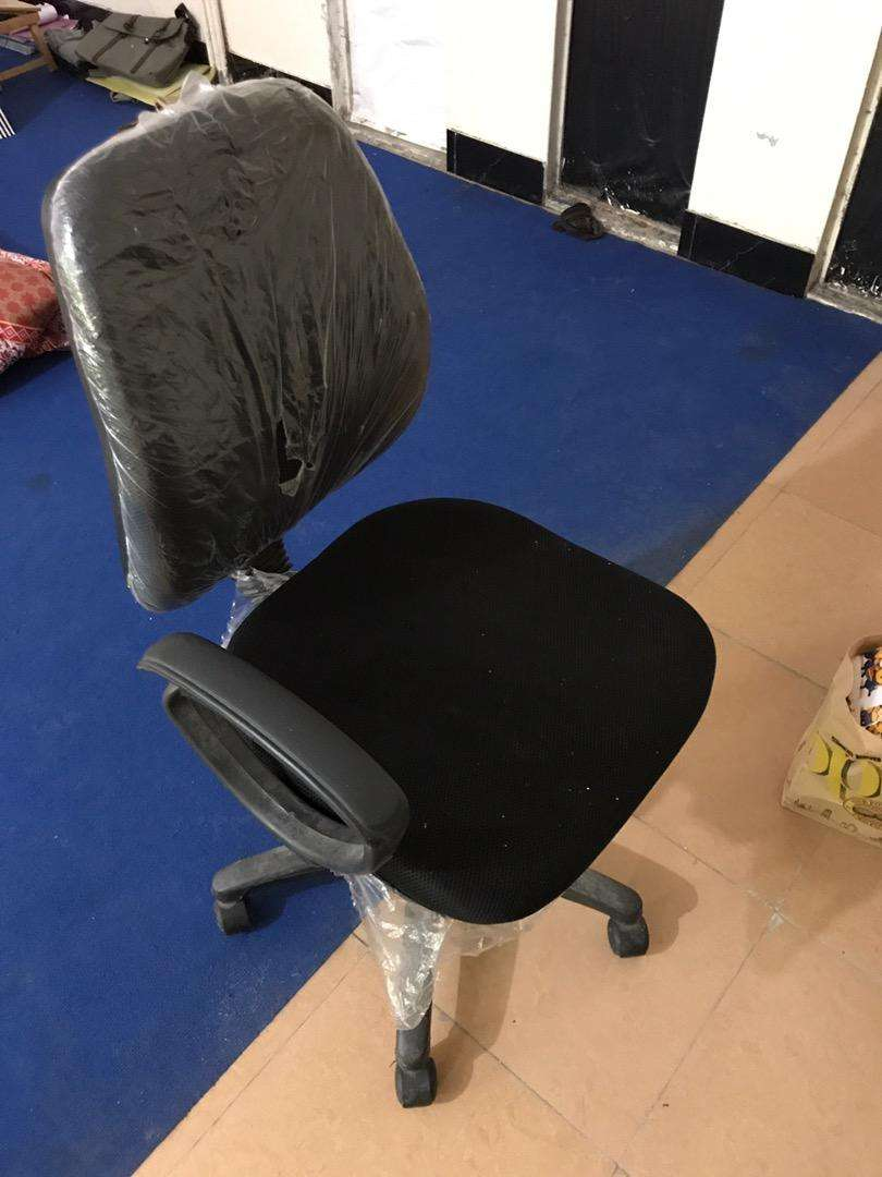 Simple computer table chair 0