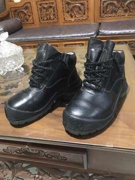 sepatu safety merk kings