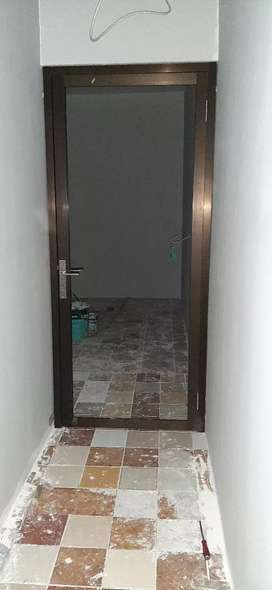 Pintu swing single